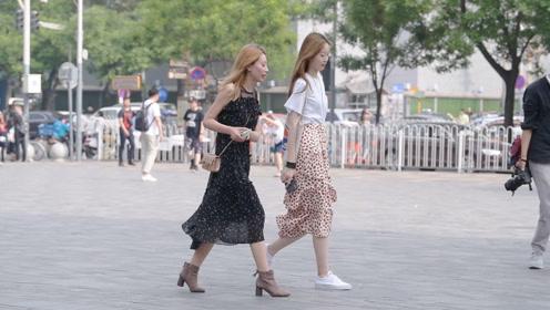 穿长裤的时尚姑娘,会选择高跟鞋还是平底鞋来搭配,要看心情
