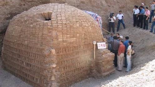 陕西意外挖到神秘机关墓,考古队打开墓门,发现一对男女相拥长眠