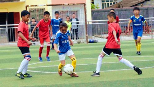 语文老师支教14年,竟培养出1支足球队,马云都为他颁奖