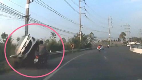 轿车贴着男子头皮飞过,要不是记录仪拍下,谁信他命这么大