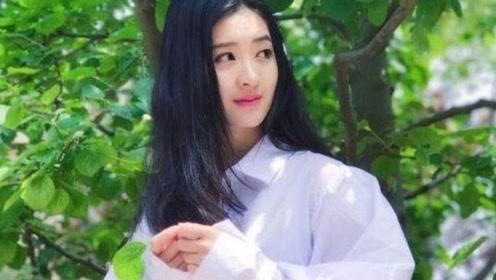 她曾是《花千骨》中赵丽颖的替身,如今她呆萌可爱不输赵丽颖