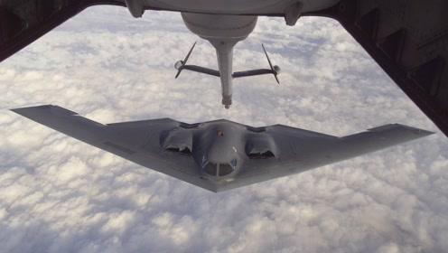 美国客机旁突现幽灵隐形轰炸机 被网友拍下