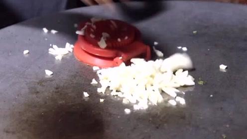 印度小哥豪华版鸡蛋饼,这到底加了多少蛋!