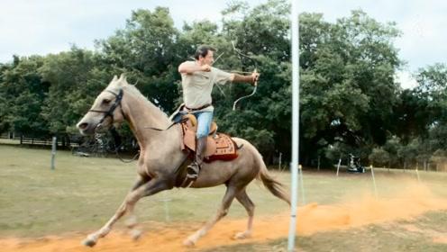 男子迷恋中世纪文化 亲自养马制弓练成现代骑射高手