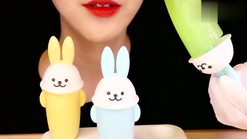 兔兔冰棒萌不萌?这么可爱当然要多吃点,最喜欢这支彩虹色的