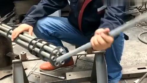 这是我们厂里第一的焊工,每天干活就跟玩一样