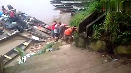 村民河里捕获一条超级大鱼,目测有一百多斤