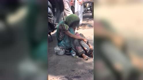 印度被丈夫赶出家的女人