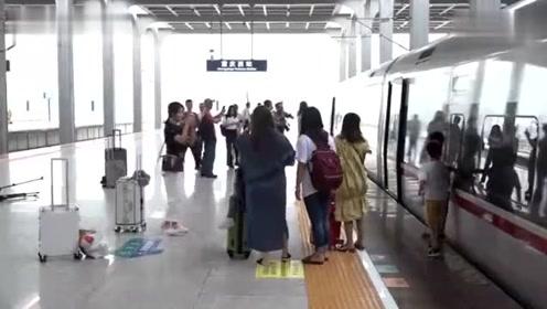 重庆开通直达香港高铁!早晨重庆吃小面,下午香港喝奶茶