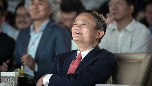 """王健林自曝想被马云""""洗脑"""":教我做互联网!台下马总捂脸偷笑!"""