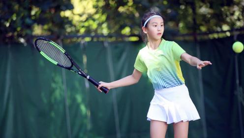田亮女儿森蝶打网球磨破脚 老父亲心疼又欣慰