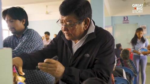 尼泊尔眼科医生助十几万病重见光明 常年周游全国义务诊疗