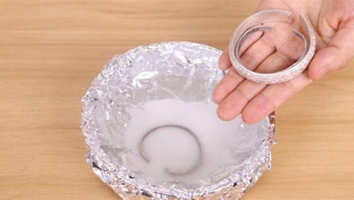 不管多脏多黑的银首饰,放这个水里泡一泡,立马和新的一样