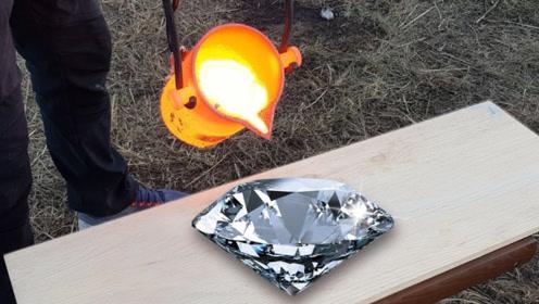 牛人把铜水浇在500克拉的钻石上,结果下一秒就后悔,真是活该