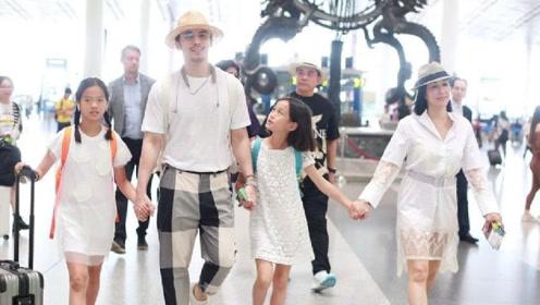 张伦硕钟丽缇携女儿穿亲子装现身 父母着情侣装状态大好