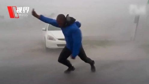 超强台风利奇马登陆中国 盘点那些被台风摧残过的外国记者