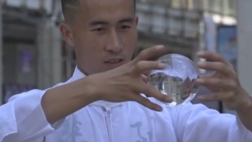 魔术还是特效?贵州一小伙玩转水晶球出神入化,5年来吸粉无数