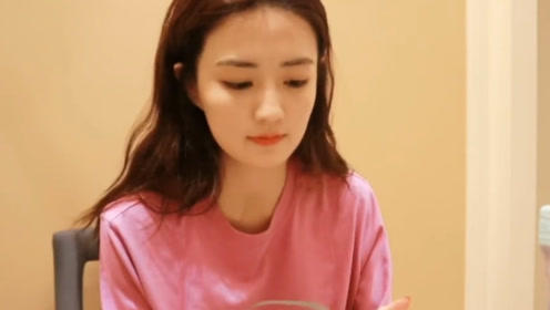 徐璐直播吃饭,看清她吃的东西,网友:女明星晚上也敢吃这?