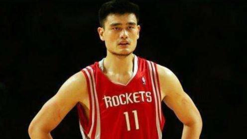 NBA球星如何使用第一桶金?姚明字母哥孝敬父母,而他一夜败光