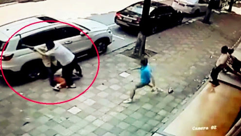 男子撞飞女子后持刀行凶 大叔徒手夺刀将其制服