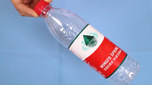 塑料瓶上戳一个小孔,太厉害了,10个家庭9个都需要,赶紧学