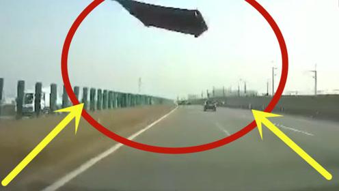 死神降临!高速上飞来引擎盖,后车司机惊恐尖叫!