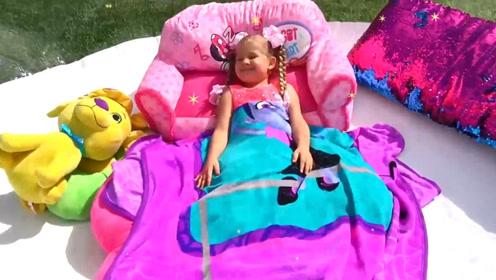 萌娃小可爱好享受呀,在气球里面睡觉,真的不热吗?