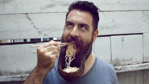 男子十年不刮胡子,现用胡子当碗装泡面吃,网友:谁都不服就服你