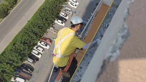 """女""""蜘蛛人""""吊百米高空,日刷千斤水泥:每天给家人报平安"""