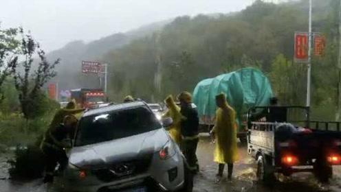 暴雨洪水突袭西宁,消防紧急出动远程指挥:营救22被困人员