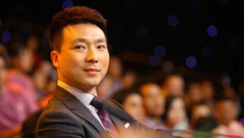 47岁的央视主播康辉,结婚19年没要孩子,娇妻是大家熟悉的她