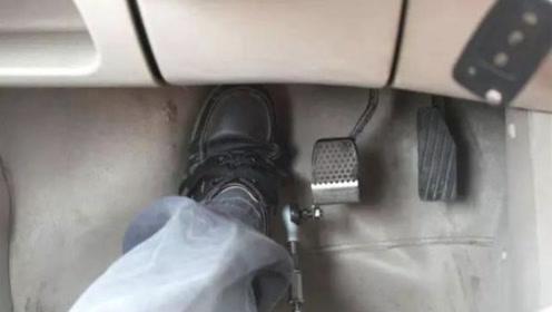 备胎说车:转弯的时候要不要踩离合