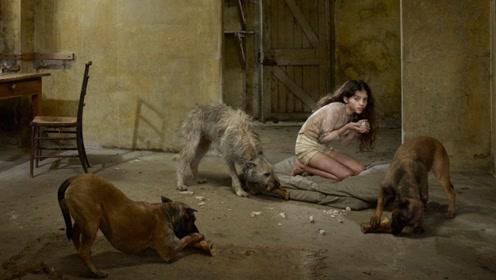 12岁女孩被野狗养大,每天靠喝狗奶生存,长大后希望与狗生活!
