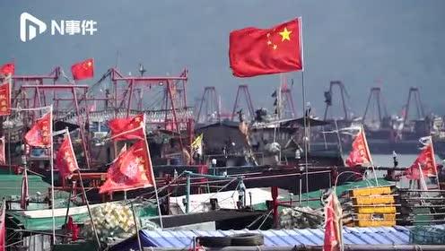 """台风""""白鹿""""将登陆福建广东沿海,汕尾港渔船陆续返港避风"""