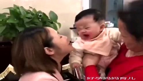 宝宝:哎呀别亲了,再亲我咬你了!