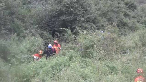 7驴友坐自制皮筏漂流被困,搜救组花11小时连夜营救