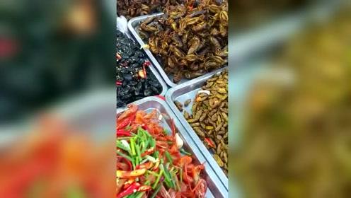 柬埔寨的街头小吃,敢吃的只有广东人