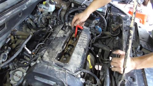 把水泡车进气歧管里面的水处理干净后,再安装喷油嘴,节气门等