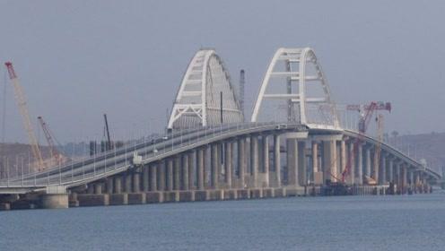 """中国基建狂魔又发威,在海南修建跨海大桥,桥墩堪比""""定海神针"""""""