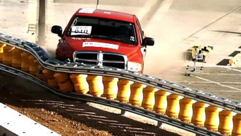 """世界首款""""超级护栏""""问世,0风险解决车祸问题,能引进我国吗?"""