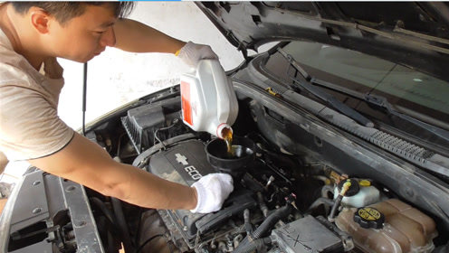 给水泡车更换机油和三滤后启动车子测试一下