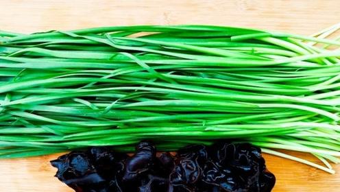秋天的韭菜这样做才鲜,加上木耳懒人做法,不包饺子不蒸包子真香