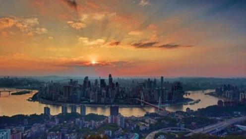 """韩国人来""""山城""""重庆,全程张大嘴巴称:你们管这里叫山城?"""