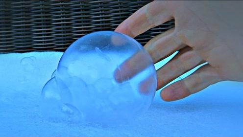 在-26℃低温下吹泡泡会怎么样?老外亲测,结果过程太梦幻了!