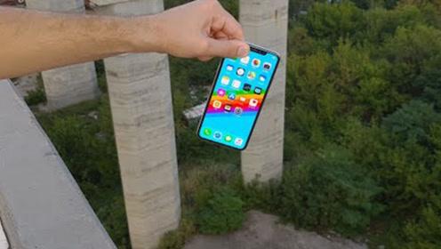 从十几米高的桥上,把iPhone XS扔下去,结果会怎样?
