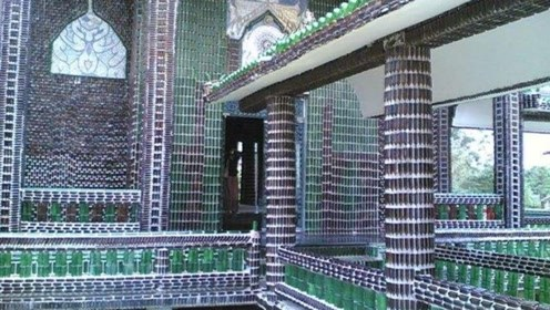 泰国最环保的寺庙,用150个酒瓶建造,连瓶盖也拼成了精美图案