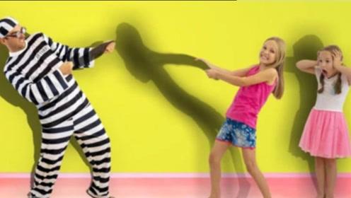 小萝莉和妹妹玩影子游戏,结果坏蛋叔叔突然出现,偷走她们的影子