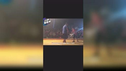 中国版摔跤吧爸爸!11岁农家女孩自学摔跤,单挑男孩完胜