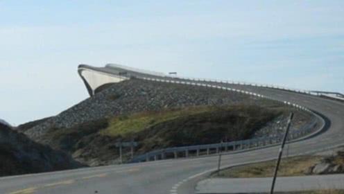 """世界上最会""""骗人""""的桥,老司机都以为断了,上去就感到害怕"""