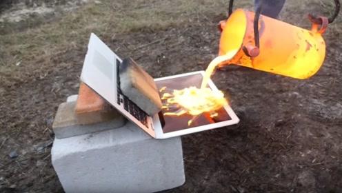 把熔铜液倒在笔记本电脑上,网友:隔着屏幕都觉得好心疼!